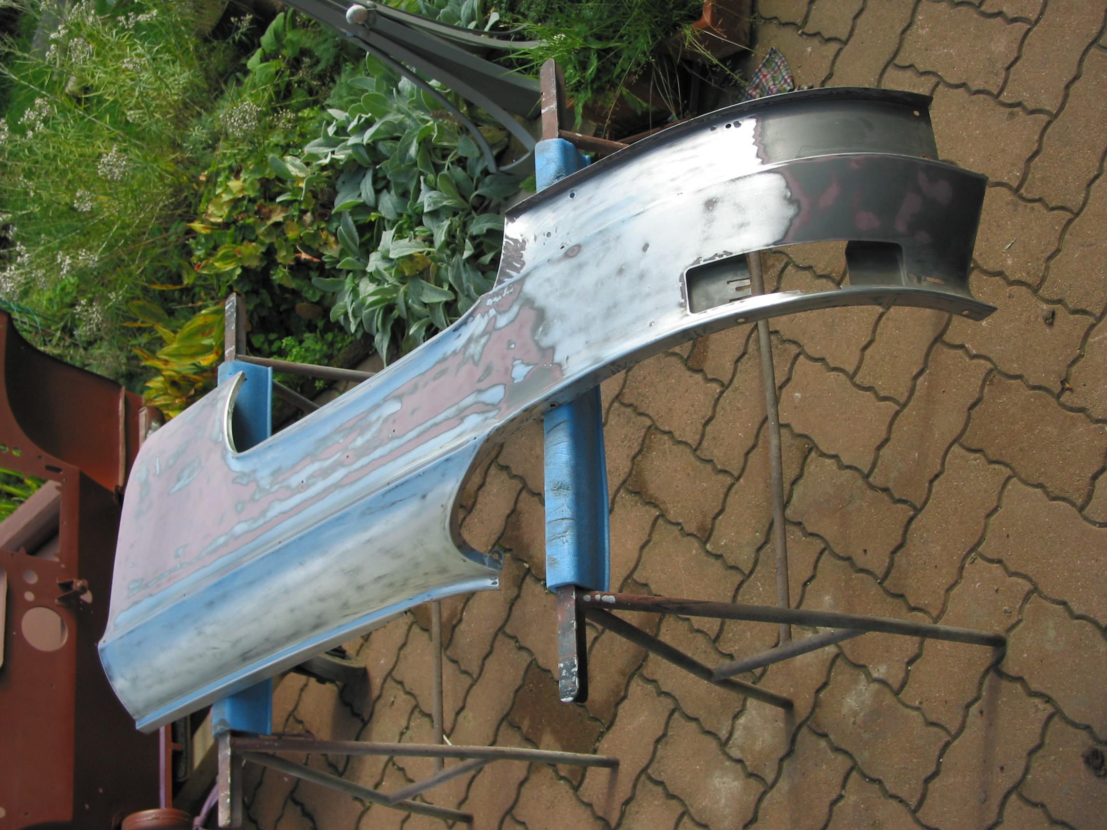 g010lexterieurdelailearriereencoursdeponageblanc.jpg